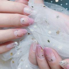 圆形粉色白色渐变星月美甲图片