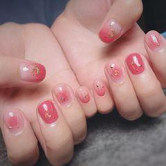 方圆形可爱粉色渐变星月短指甲星月美甲图片
