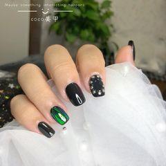 方圆形韩式绿色金色黑色碎玻璃黑色美甲图片