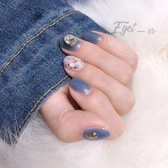 方圆形简约韩式蓝色白色贝壳片钻金箔美甲图片