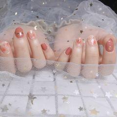 圆形粉色金银线晕染简约短指甲美甲图片