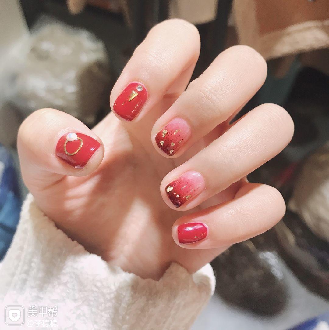 方圆形简约红色金箔渐变新娘短指甲本周收藏量最高月度收藏量最高美甲图片