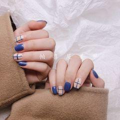 方圆形简约手绘蓝色裸色美甲图片