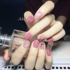 方圆形粉色裸色手绘磨砂麋鹿美甲图片