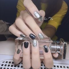 方圆形黑色银色克罗心韩式短指甲美甲图片