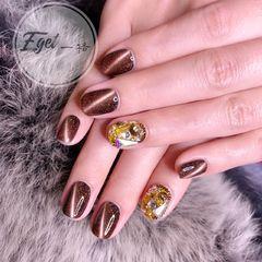 焦糖色棕色钻猫眼美甲图片