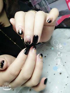 圆形韩式黑色美甲图片