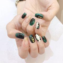 绿色方形猫眼金箔简约手绘宝格丽美甲图片