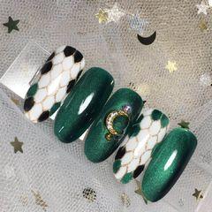 绿色猫眼手绘圆形宝格丽美甲图片