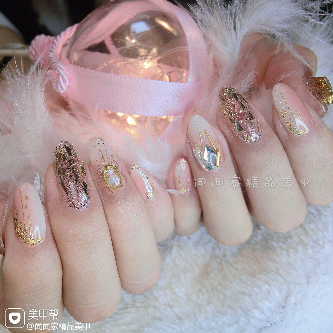 圆形新娘简约金色白色裸色粉色贝壳片竖形渐变美甲图片
