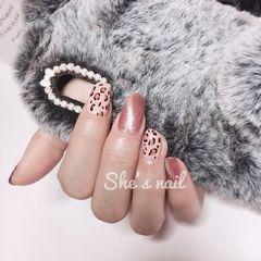 圆形粉色猫眼手绘豹纹美甲图片