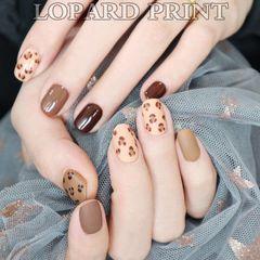 焦糖色豹纹圆形棕色手绘豹纹用的买咖啡的甲油胶系列美甲图片