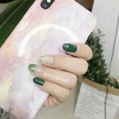 绿色圆形日式手绘渐变晕染星月美甲图片