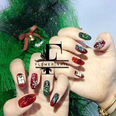 红色绿色圆形手绘白色圣诞美甲图片