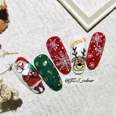 圆形可爱手绘红色绿色白色圣诞圣诞的脚步🎄越来越近咯✨快来装点好可爱的指甲,准备迎接圣诞老爷爷送来的礼物吧[礼物]🌈🎉  美甲图片