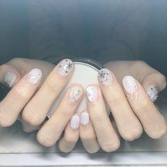 圆形白色雪花圣诞短指甲美甲图片