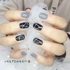 方圆形黑色灰色线条美甲图片