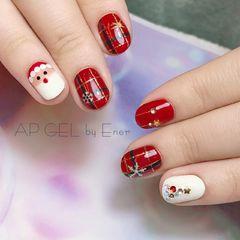 圆形红色白色手绘格纹圣诞美甲图片