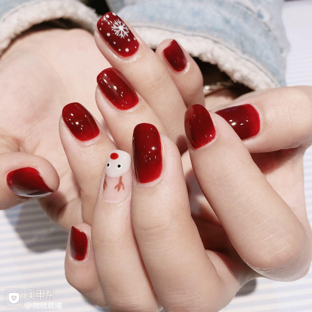 方圆形手绘红色麋鹿雪花圣诞美甲图片