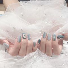 蓝色灰色方形钻竖形渐变美甲图片