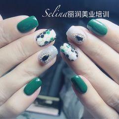 绿色方圆形手绘日式钻格纹美甲图片