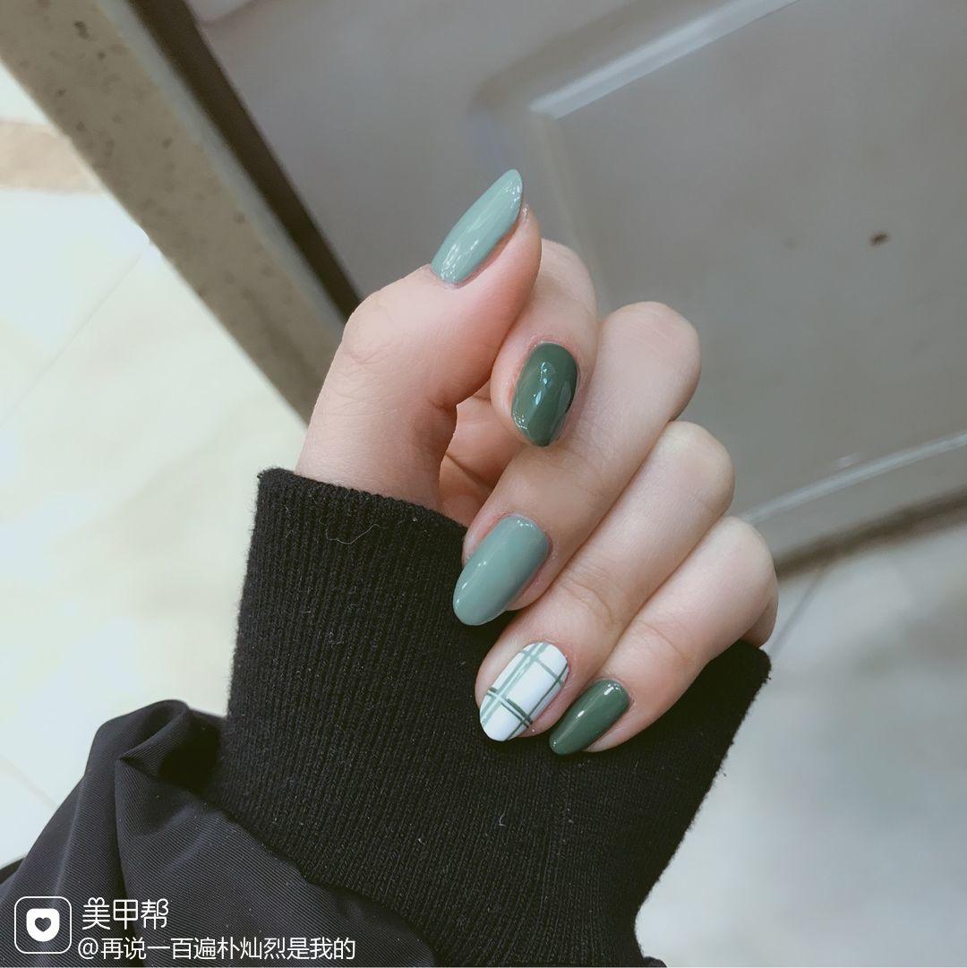 绿色格纹方圆形美甲图片
