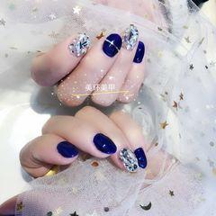 圆形韩式蓝色金银线钻显白美甲图片