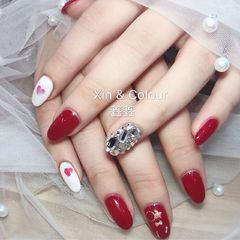 圆形红色白色心形钻美甲图片