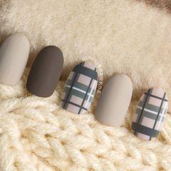 灰色磨砂格纹圆形棕色冬日格纹美甲图片