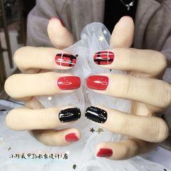 酒红色黑色格纹方圆形美甲图片