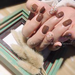 棕色方形日式简约贝壳片金箔美甲图片