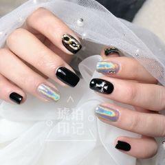 黑色方圆形银色镭射克罗心韩式美甲图片