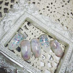灰色圆形晕染紫色贝壳片日式美甲图片