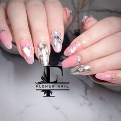尖形贝壳片日式钻新娘粉色美甲图片