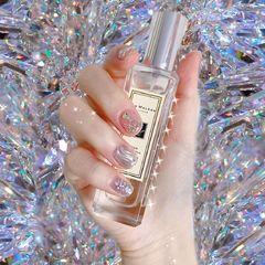 方圆形银色裸色水波纹短指甲美甲图片