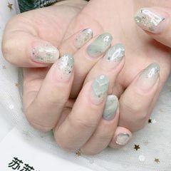 圆形日式绿色灰色晕染,闪粉,贝壳片美甲图片