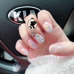 方圆形白色粉色星月美甲图片