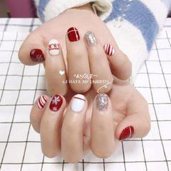 酒红色圆形手绘白色银色线条雪花短指甲美甲图片