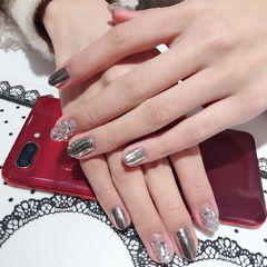 圆形钻银色镜面水波纹美甲图片