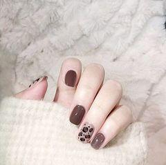 焦糖色方圆形豹纹棕色简约美甲图片