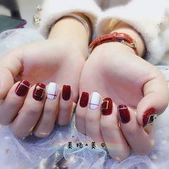 方圆形红色白色线条美甲图片
