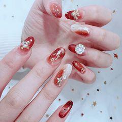 圆形红色钻贝壳片金箔渐变日式新娘新年美甲图片