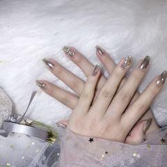 方圆形银色水波纹美甲图片