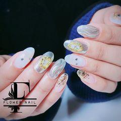 圆形钻日式贝壳片镜面水波纹美甲图片