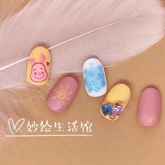 蓝色钻手绘粉色圆形小猪可爱新年美甲图片