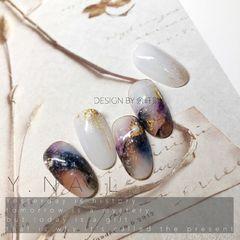 圆形日式晕染新年黑色紫色石纹金箔美甲图片