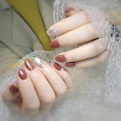 焦糖色圆形金箔水波纹新年美甲图片