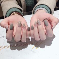 灰色方形渐变金箔贝壳片美甲图片