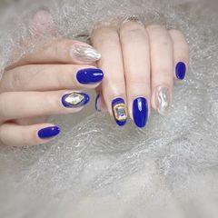 蓝色尖形钻银色水波纹美甲图片
