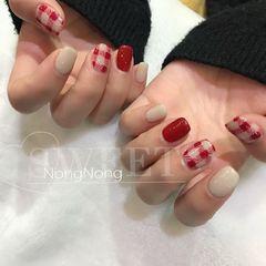 红色方圆形格纹手绘美甲图片